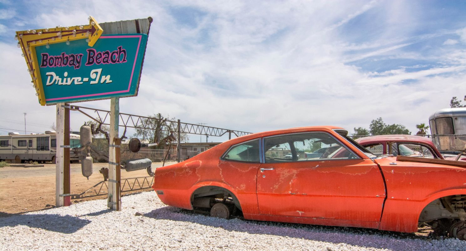bombay-beach-car-and-sign
