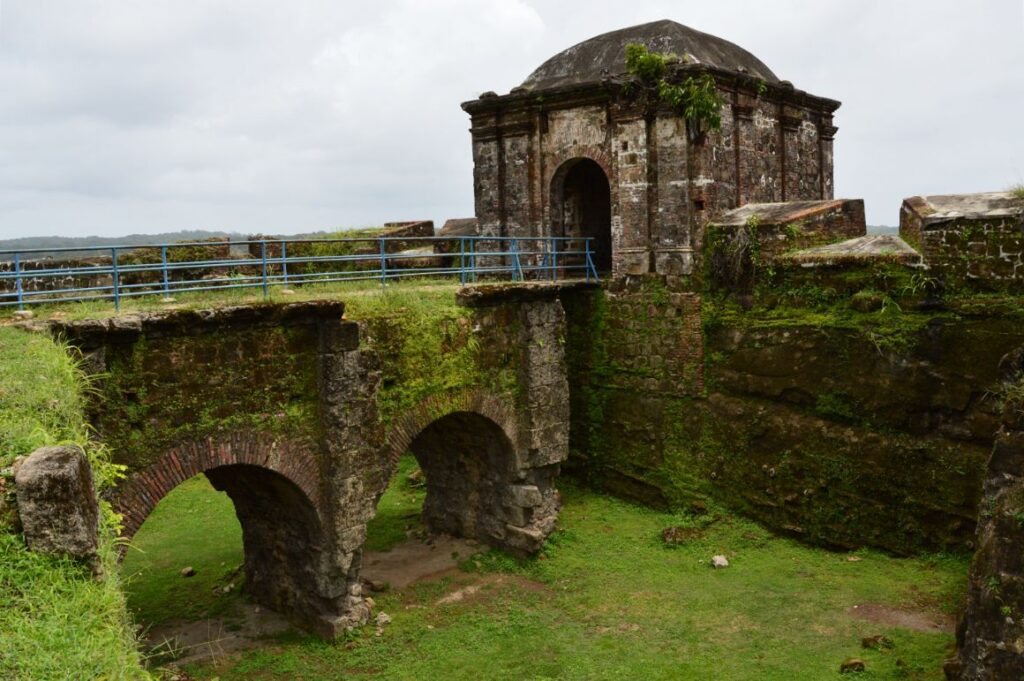 abandoned castles in panama