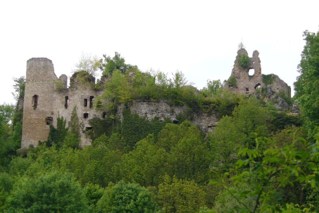 castle abandoned during the thirty years war