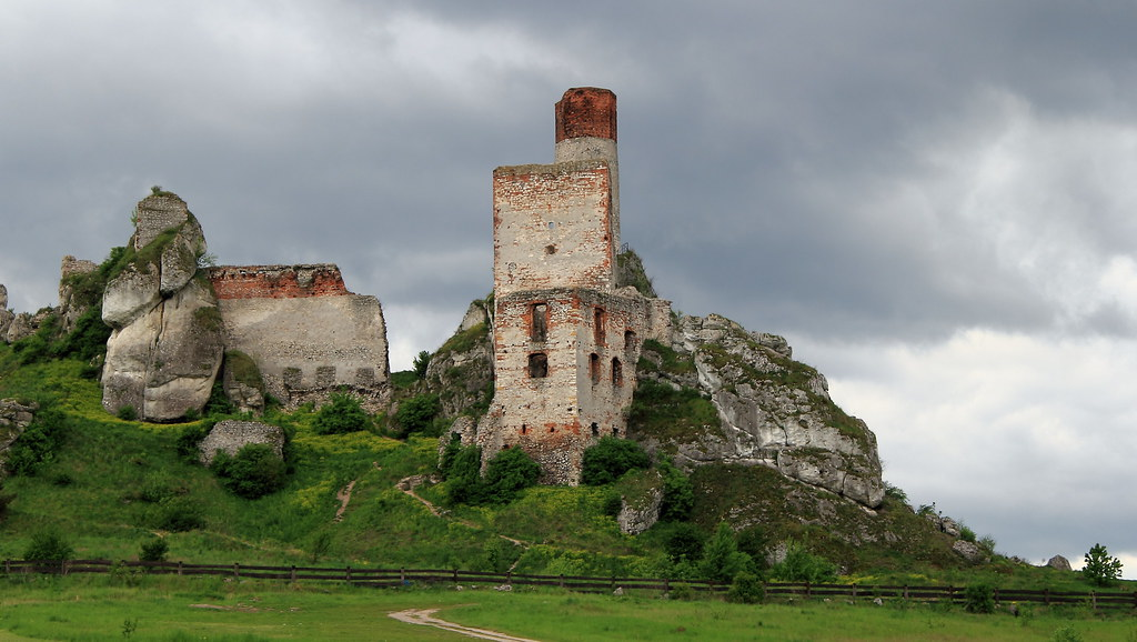 abandoned castles in poland