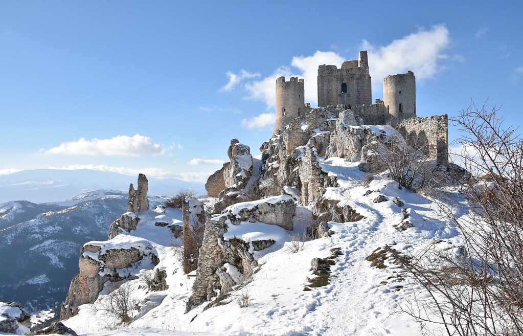 abandoned castles in italy
