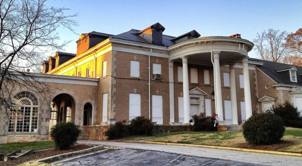 Vacant Briarcliffe mansion in Georgia